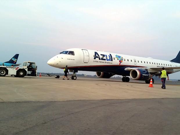 Avião da Azul Linhas Aéreas parte de Viracopos para o Rio de Janeiro (Foto: Reprodução EPTV)