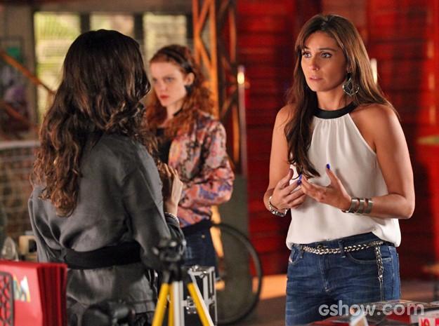 Clara não aguenta a pressão e pede mais flexibilidade à Marina (Foto: Carol Caminha/ TV Globo)