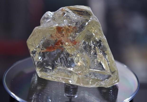 """""""Diamante da Paz"""": dinheiro da venda vai para Serra Leoa (Foto: Reprodução/YouTube)"""