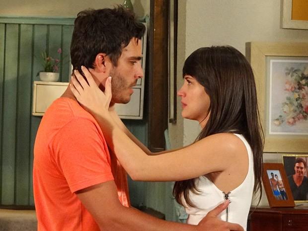 Zenon promete estar sempre com Carolina (Foto: Guerra dos Sexos / TV Globo)