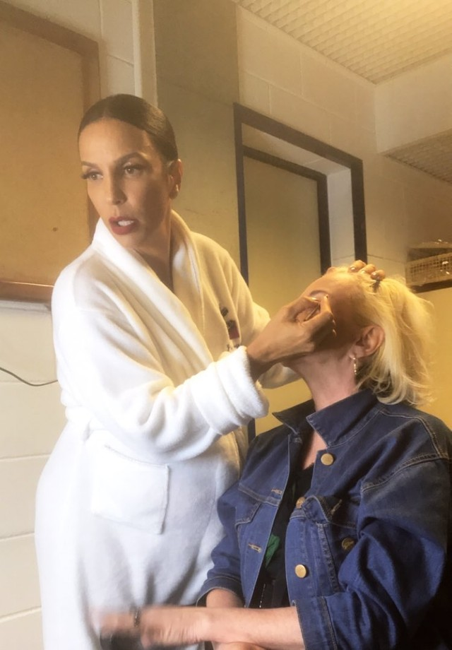 Ivete Sangalo maquia Patricia Zuffa (Foto: Reprodução/Instagram)