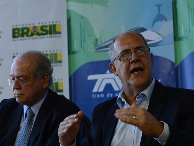 O ministro dos Transportes, César Borges, e o diretor-presidente da Empresa de Planejamento e Logística (EPL), Bernardo Figueiredo, falam sobre adiamento, do leilão do trem-bala (Foto: Fabio Rodrigues Pozzebom/Agência Brasil)