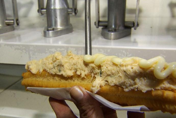 Já pensou em provar um churros com frango e catupiry? (Foto: Reprodução / TV TEM)
