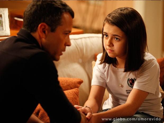 Paulinha diz que já pé mocinha e não precisa contar tudo para o pai (Foto: Amor à Vida/TV Globo)