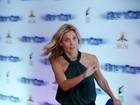 Carolina Dieckmann corre para não perder 'Robocop' no Rio