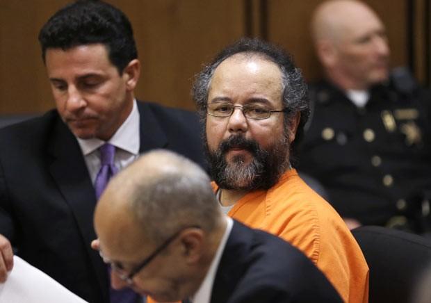 Ariel Castro comparece ao tribunal nesta sexta-feira (26) em Cleveland, Ohio (Foto: AP)