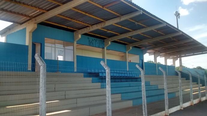 Arquibancada do estádio Jacques da Luz, em Campo Grande (Foto: Hélder Rafael)