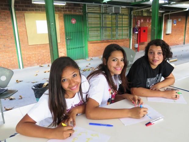 Jovens escreveram carta de 5km para entregar ao Luan Santana (Foto: Guilherme Lucio/G1)