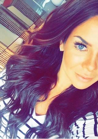 Fernanda Souza acorda cedo no domingo para trabalhar e mostra maquiagem poderosa (Foto: Reprodução do Instagram)