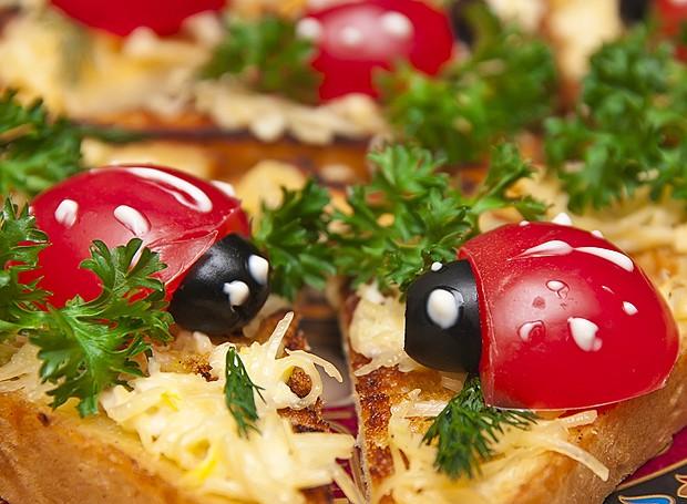 Qualquer prato fica mais interessante com uma joaninha de azeitona e tomatinho (Foto: ThinkStockPhotos)
