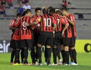 Grupo do Atlético-PR antes do jogo contra o Cianorte na VIla Capanema (Foto: Divulgação/Site oficial do Atlético-PR)