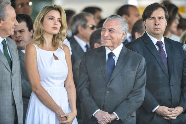 Marcela Temer ao lado de Michel Temer no desfile de Sete de Setembro (Foto: Agência Brasil)