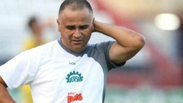 Oliveira Canindé, técnico do Icasa (Foto: Normando Sóracles/Ag. Miséria de Comunicação)