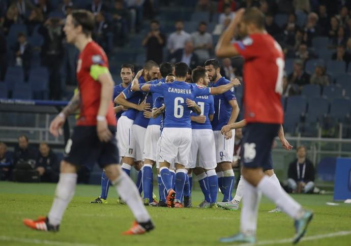 Itália comemora gol diante da Noruega (Foto: (AP Photo/Andrew Medichini)