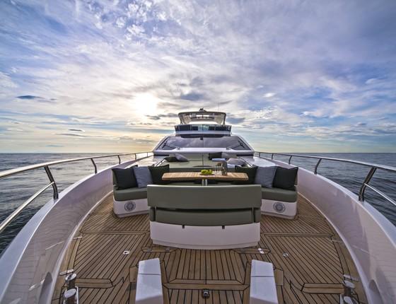 O deck da Intermarine: com 30 metros de comprimento, a embarcação tem 330m² de área útil (Foto: Divulgação)