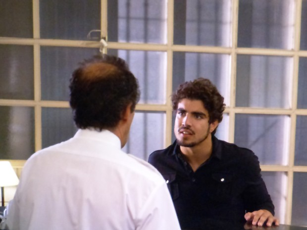 Como assim acompanhada? (Foto: Amor à Vida / TV Globo)