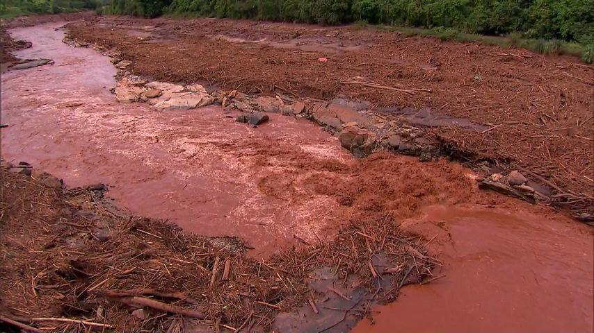 Lama da barragem de Mariana, no Profissão Repórter (Foto: Divulgação/ TV Gazeta)