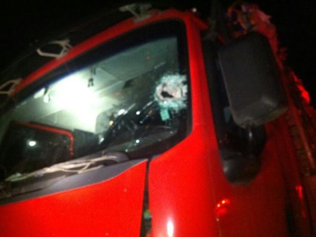 Caminhoneiro de 44 anos morre depois de tentar passar por um bloqueio na BR-116 em Cristal, no Rio Grande do Sul (Foto: Alessandro Castro/PRF)