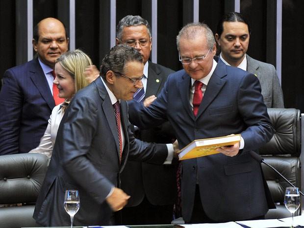 O novo presidente da Câmara, Henrique Eduardo Alves (PMDB-RN), ao lado do presidente do Senado e do Congresso, Renan Calheiros (PMDB-AL) (Foto: Agência Câmara)