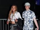 Lindsay Lohan exibe barriguinha e marcas nas pernas no Coachella