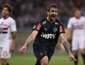 Lucas Pratto gol Atlético-MG Mineirão (Foto: Douglas Magno)