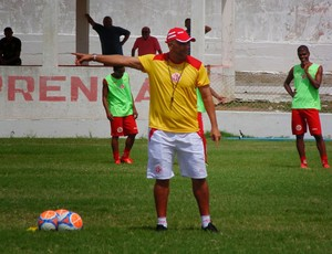 Oliveira Canindé - técnico do América-RN (Foto: Edmo Nathan/Divulgação)