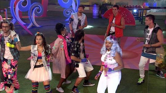 Anitta canta 'Essa mina é louca'