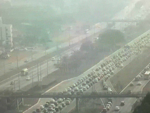 EPTG ficou encoberta por névioa na manhã desta quarta-feira (14) (Foto: TV Globo/Reprodução)