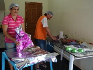 Família toda se uniu na produção de chocolate (Foto: Magda Oliveira/G1)