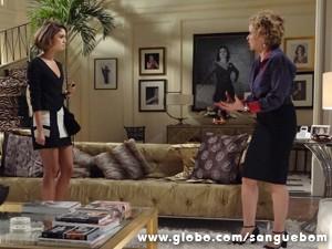 Amora e Bárbara simulam briga feia (Foto: Sangue Bom/TV Globo)