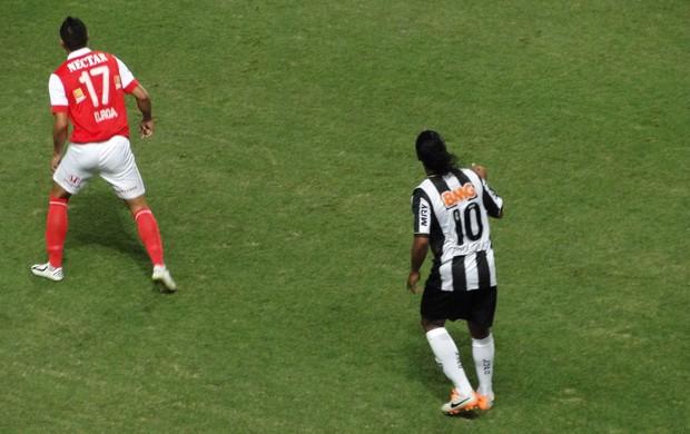 Ronaldinho, Atlético-MG x Santa Fé (Foto: Léo Simonini)