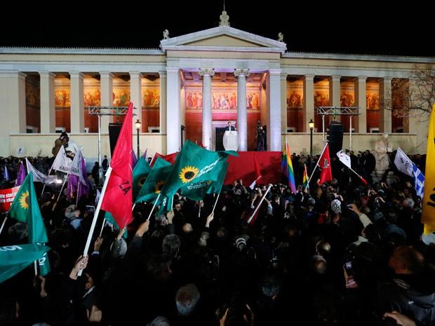 Alexis Tsipras, líder do partido Syriza, fala a apoiadores depois da vitória nas eleições em Atenas (Foto: Reuters/Marko Djurica  )