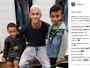 Junto com os filhos, Raffael tieta Neymar após duelo contra o Barça