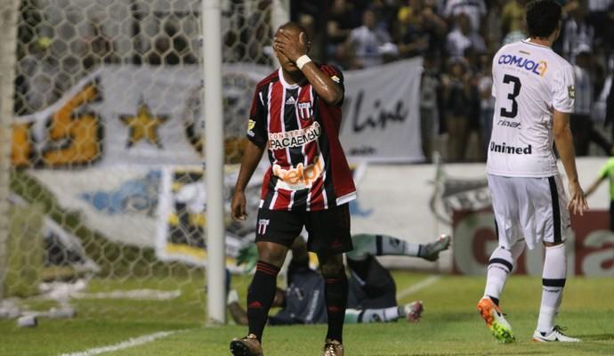 Serginho atacante Botafogo-SP (Foto: Rogério Moroti / Agência Botafogo)