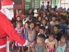 Papai Noel visita aldeias indígenas no AM e presenteia 2.100 crianças