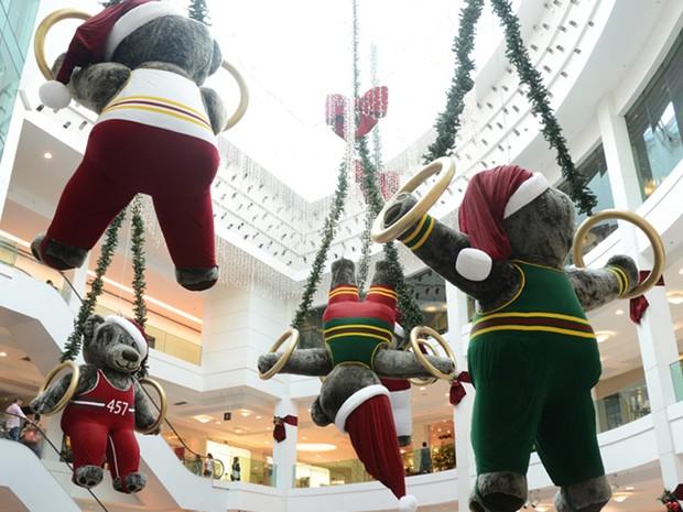 Ursos olímpicos suspensos em shopping na Zona Sul do Rio  (Foto: Divulgação/Camila Maia)