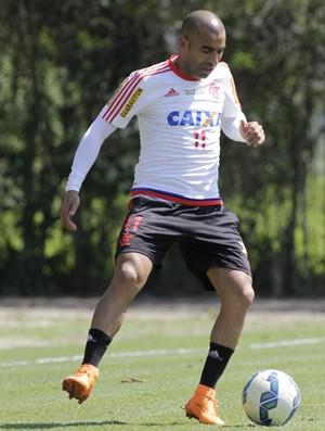 Emerson Sheik treinando com bola nesta quinta-feira (Foto: Gilvan de Souza / Flamengo)