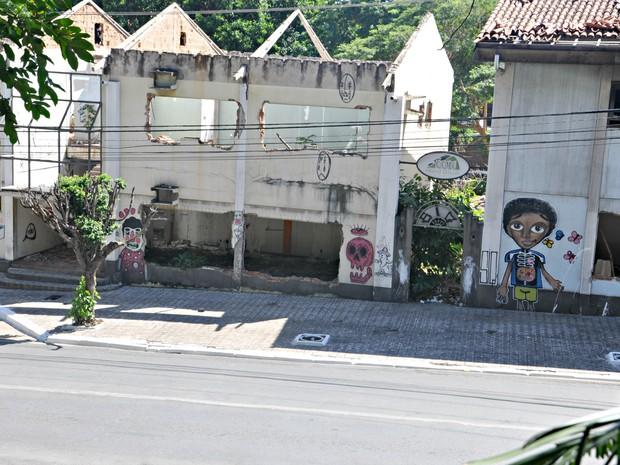 Casarões antigos e desapropriados devem ser demolidos (Foto: Carlos Palmeira/ G1)