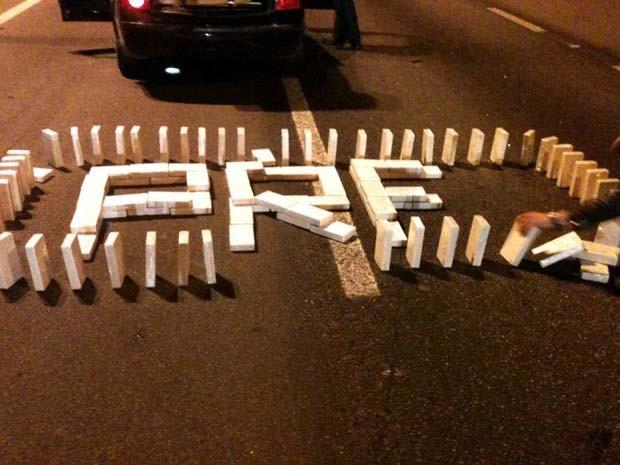 Pasta base de cocaína foi encontrada em um dos carros, que seguia para BH. (Foto: Polícia Rodoviária Federal)