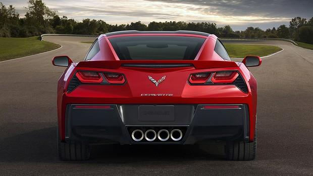 Corvette Stingray se destaca pelo visual agressivo, conferido, também, pelas saídas de escapamento (Foto: Divulgação)