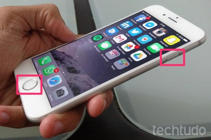 Pressiona o botão home e a tecla de ligar/desligar ao mesmo tempo (Foto: Lucas Mendes/TechTudo)