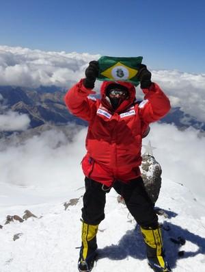 Rosier na montanha mais alta da Europa, Monte Elbrus. (Foto: Arquivo Pessoal)
