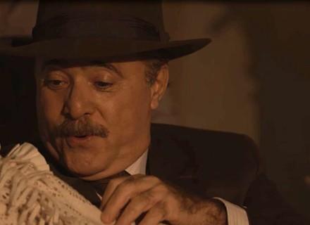 José Augusto chega em casa com a neta e surpreende Delfina em 'Tempo de Amar'