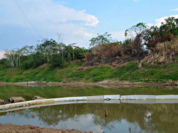 Barragem de contenção foi aumentada em 12 metros na ETA I (Foto: Quésia Melo/G1)