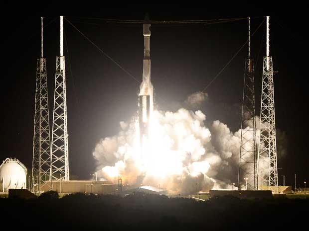 O foguete decola de Cabo Canaveral, na Flórida, com 4 sondas de observação. (Foto: Florida Today / Craig Bailey / Via AP Photo)