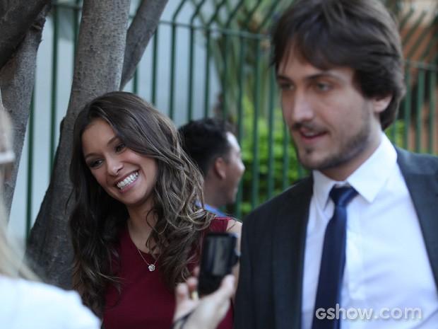 Igor Angelkorte e Day Mesquita se arrumam antes de entrar em cena (Foto: Pedro Curi / TV Globo)