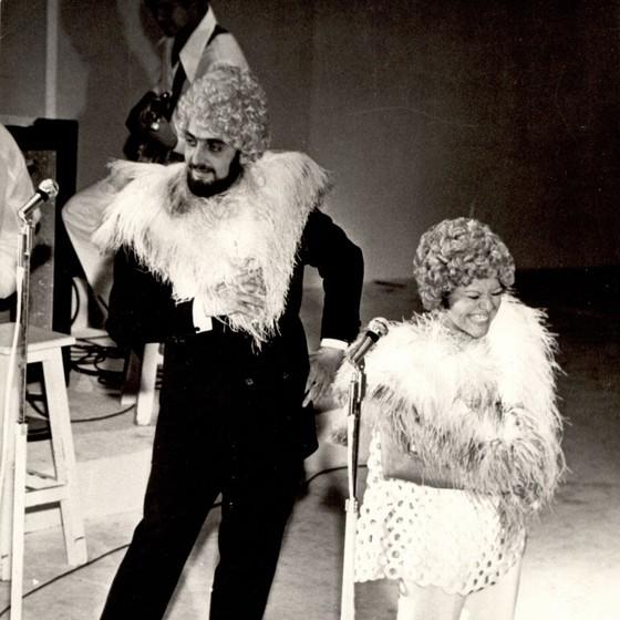 Luiz Carlos Miele e Elis Regina em espetáculo nos anos 1970 (Foto: Agência O Globo)