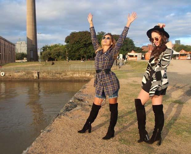 Coleguinha posa com amiga em Porto Alegre exibindo look fashion (Foto: Arquivo Pessoal)