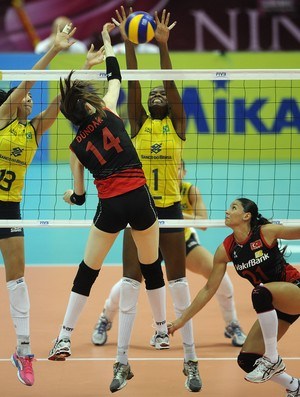 Fabiana para a Turquia (Foto: Divulga&#231;&#227;o/FIVB)
