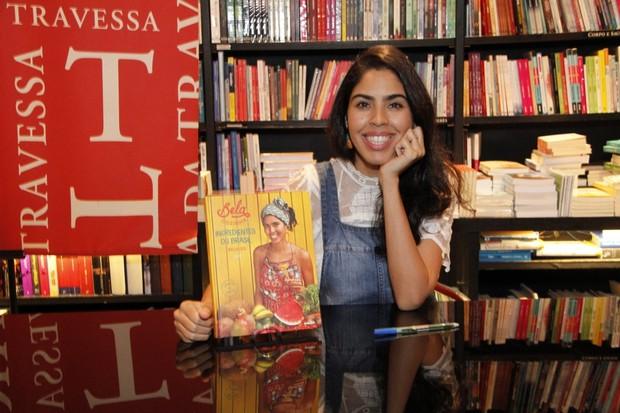 Lançamento do livro de Bela Gil na Saraiva do Shopping Leblon (Foto: Marcos Ferreira / Brazil News)